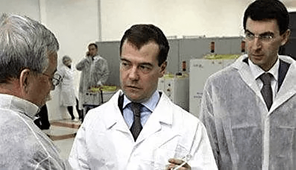 Gapenchev accompanied President Medvedev and Minister of Transport Sokolov to visit IPG's production base in Russia