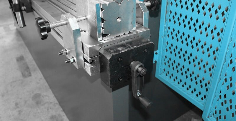 Mechanical compensation mechanism